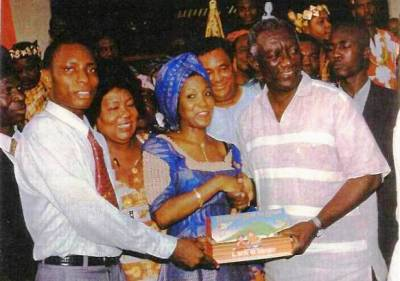 b2ap3_thumbnail_Princess-Asie-Ocasnsey-Save-a-million-Live-Prog.---President-Kuffour-Presenting-Declaration-of-Commitment1.jpg